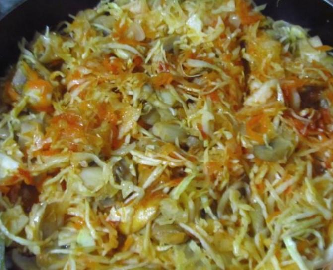 Тушеная свежая и квашеная капуста вместе - 5 пошаговых рецепта