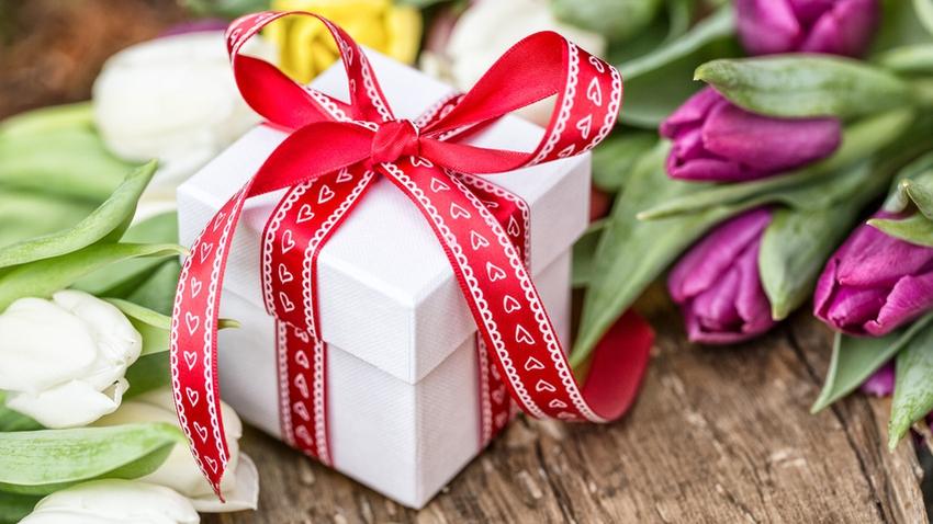 Подарки женщинам на 8 марта 2020 года - красивые и оригинальные идеи