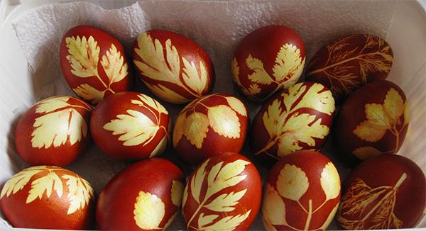Покраска яиц на пасху 2020 года в домашних условиях - 10 лучших способов своими руками