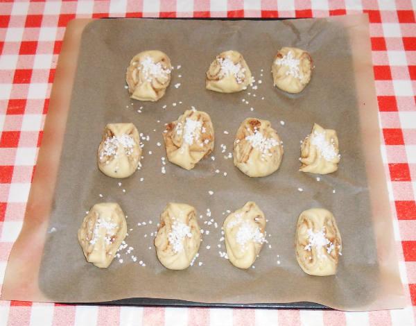 Булочки из слоеного теста с начинкой - 6 рецептов с фото