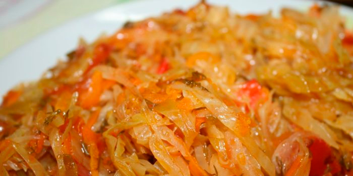 Тушеная капуста свежая и квашенная, с мясом, фаршем и овощами, в духовке и мультиварке