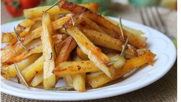 Картошка по-деревенски в духовке: 6 пошаговых рецептов