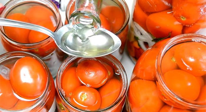 Салаты из помидоров на зиму –  рецепты простые и вкусные с фото [16 рецептов]