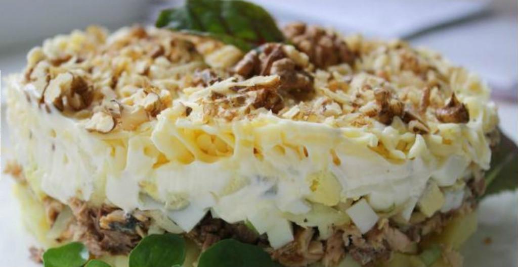 Простой салат из шампиньонов и курицы на Новый год 2020: 4 варианта приготовления