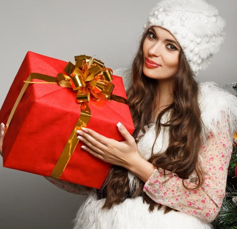 Что подарить маме на Новый год 2020. Список недорогих и оригинальных подарков