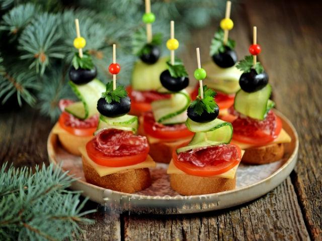 Бутерброды на Новый года 2021 - 21 рецепт с фото