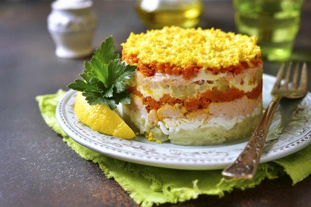 Салат Мимоза с сайрой – 12 классических пошаговых рецептов с фото