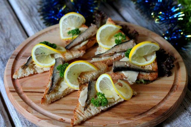 Бутерброды со шпротами на праздничный стол - рецепты простые и вкусные