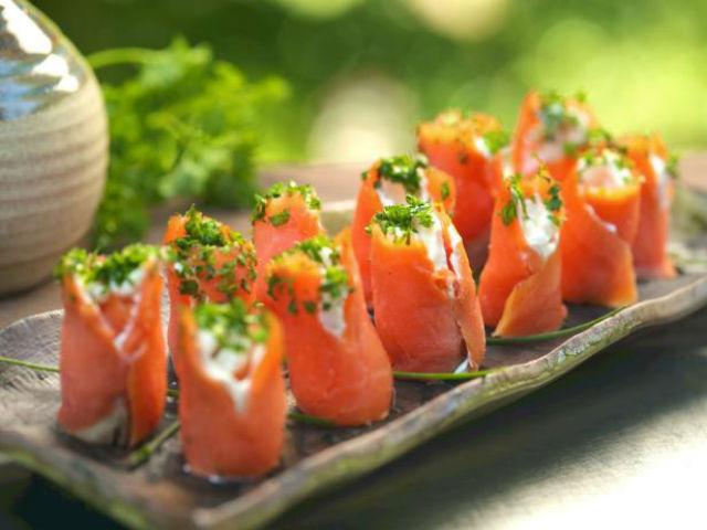Закуски из лосося на праздничный стол — 10 рецептов приготовления