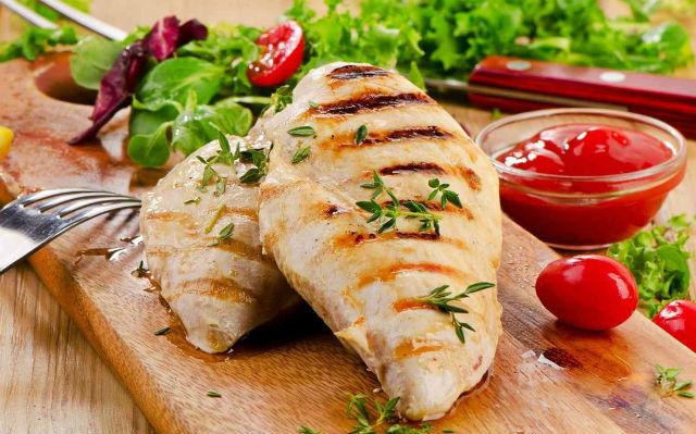 Как приготовить курицу вкусно и необычно в духовке и на сковороде