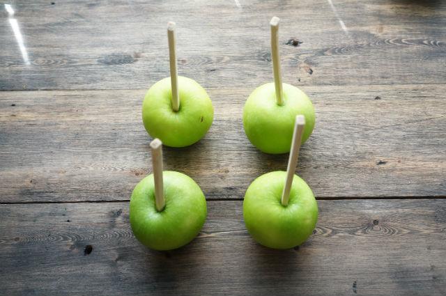 Яблоки в карамели: рецепт пошаговый в домашних условиях + видео