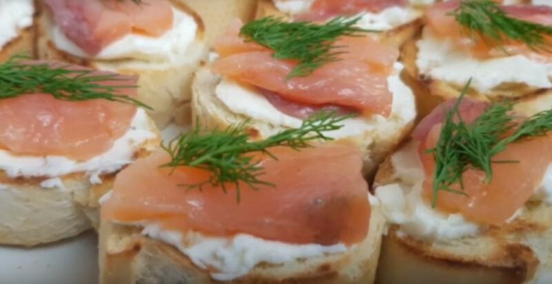 Бутерброды с красной рыбой - 30 рецептов с фото