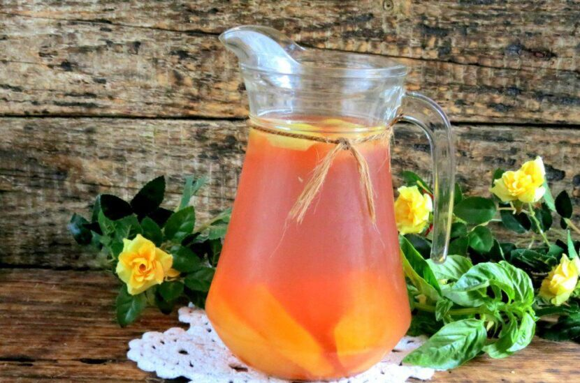 Компот из персиков и яблок с лимонной кислотой