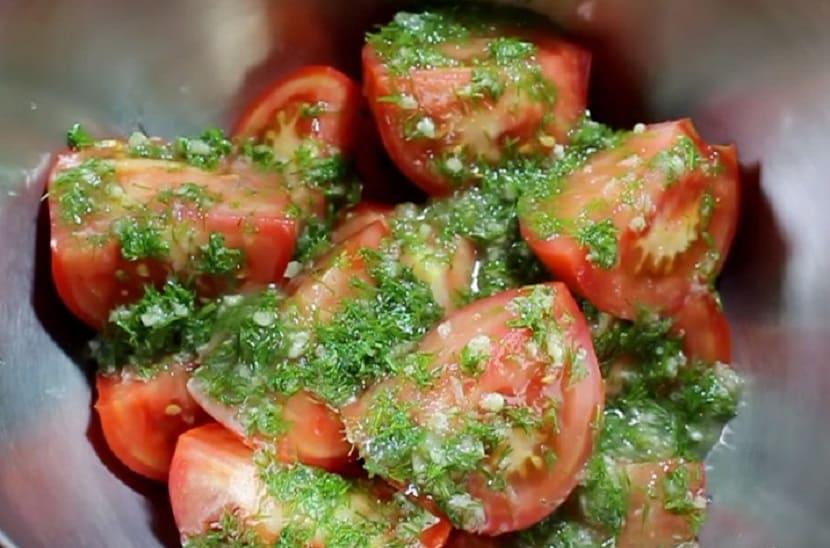 Малосольные помидоры дольками в уксусе