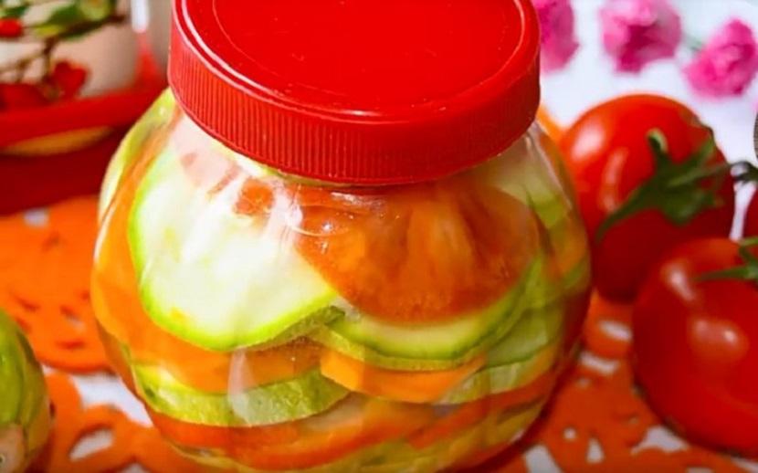 Маринованные кабачки вместе с помидорами за 30 минут