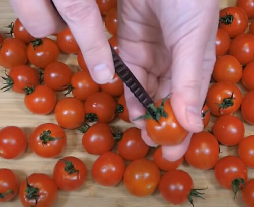 Надрезаем помидоры