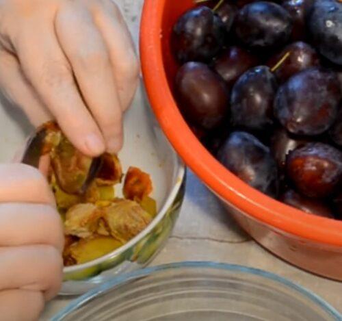 Очищаем фрукты