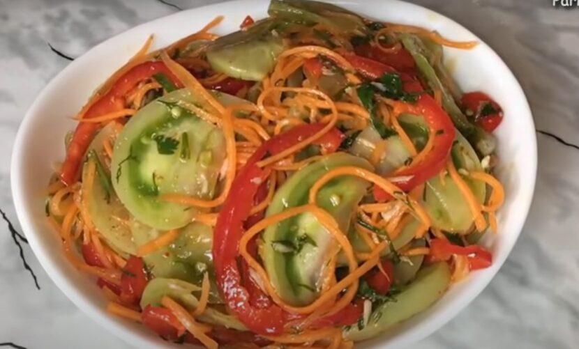 Салат из зеленых помидоров по-корейски «Пальчики оближешь»