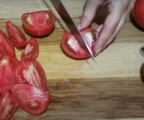 Нарежем томаты