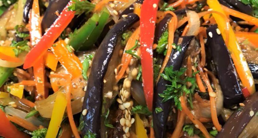 Корейский салат из баклажан с кунжутом и соевым соусом