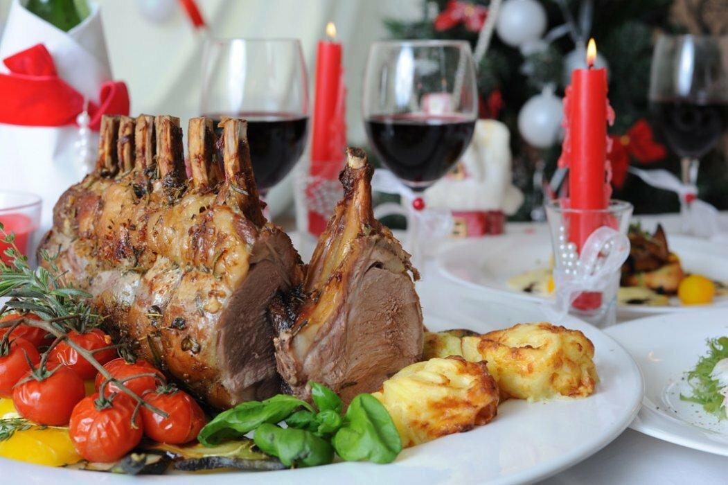 9 простых и вкусных горячих блюд на Новый год 2021