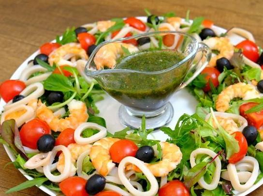 8 салатов на Новый год 2021, которые сметут со стола первыми