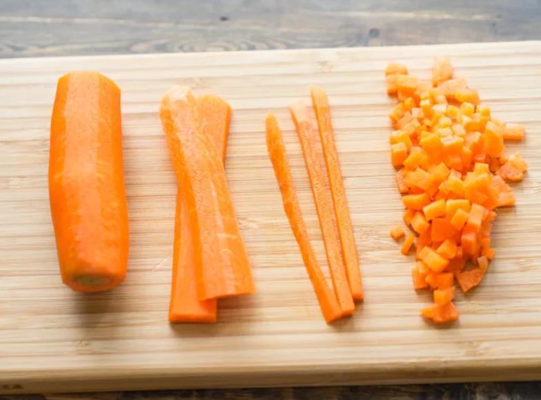 Морковь нарезать кубиками