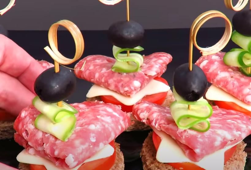 10 вкусных канапе на Новый год 2021