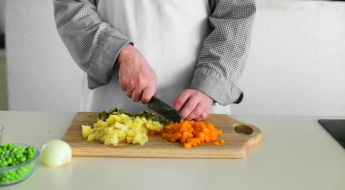 Порезать ингредиенты
